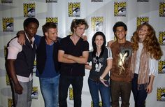 Pin for Later: The Cutest Cast Moments From Comic-Cons Past  The Twilight cast shared a laugh at a panel for the film at the 2008 convention.