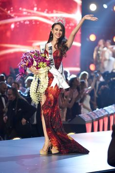 FOX via Getty Images There's a new Miss Universe in town!Miss Philippines Catriona Gray was crowned the winner of the 2018 Miss Universe pageant, which was held Sunday in Bangkok, Thailand. Miss Celebrity Halloween Costumes, Halloween Costumes For Kids, Costumes For Women, Miss Universe Philippines, Miss Philippines, First Ladies, Miss Universe Crown, Miss Universe Usa, Miss Universe Dresses