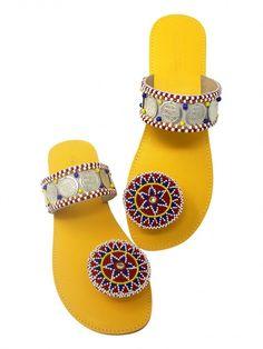 34 Summer Flat Sandals To Wear Asap - Shoes Crowd Toe Ring Sandals, Shoes Flats Sandals, Slipper Sandals, Flat Sandals, Leather Sandals, Women's Shoes, Coral Sandals, Beaded Sandals, Sandals Outfit