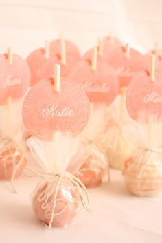 Cake pops as party favors. Love the name tag idea! I never thought of displaying cake pops upside down. Perfect for a bachelorette party sweet treat Wedding Cake Pops, Wedding Cakes, Dessert Wedding, Wedding Favours Edible, Macaroon Wedding Favors, Budget Wedding Favours, Edible Favors, Edible Cake, Mod Wedding