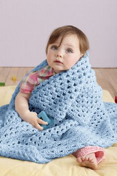 This Brilliant Colors Baby Throw is crocheted in one piece, in the round, with Babysoft. A perfect crochet pattern for beginners!