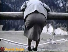 Eva Braun wird von der Kamera überrascht, und zeigt uns, vielleicht eine seiner besten Eigenschaften!. Eva Braun is surprised by the camera, and shows us, perhaps one of his best attributes!.