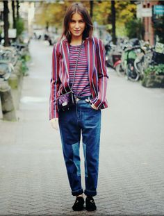 Love this look for the weekend #maroon #casual // Street style
