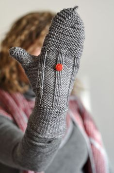 In THe LooP - Vers l'infini et au delà ! Hand Gloves, Poncho, Knit Mittens, Hand Warmers, Fingerless Gloves, Needlework, Knit Crochet, Crochet Patterns, Couture