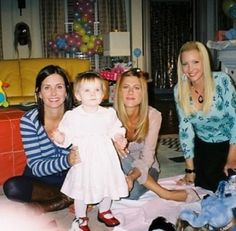 This photo from the set of friends! I love behind the scene photos but this is a favorite with Rachel Green (Jennifer Aniston), Monica Geller (Courteney Cox), Emma Geller-Green and Phoebe Buffey (Lisa Kudrow) #thatsbeauty
