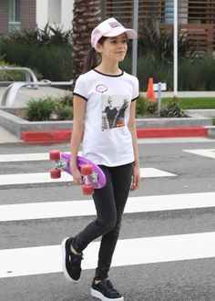 Jenna Ortega out on her skateboard All About Fashion, Passion For Fashion, Tenis Vans, Jenna Ortega, Forever 21 Girls, Girl Outfits, Cute Outfits, Skate Style, Teen Actresses