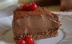 Gâteau mousse au chocolat au Thermomix,recette d'un délicieux gâteau chocolaté, à base d'une génoise moelleuse et d'une mousse au chocolat bien aérée. Thermomix Chocolate Cake, Dessert Thermomix, Homemade Chocolate Bars, Chocolate Bark, My Recipes, Cooking Recipes, Favorite Recipes, Cake Factory, Cake Creations
