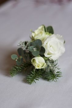 DIY Devotee: A DIY Boutonniere or Corsage