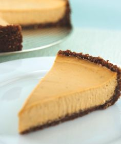 Easy to make, vegan and oh-so delicious. Pumpkin pie with a gingersnap crust. #thankful
