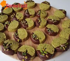 Turkish Kitchen, Roll Cookies, Best Christmas Cookies, Turkish Delight, Turkish Recipes, How To Eat Less, Pistachio, Gingerbread Cookies, Cookie Recipes