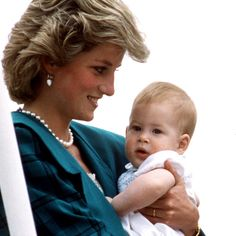 May Prince Charles and Lady Diana happily reunited with their children, Prince William and Prince Harry, aboard the Royal Yacht Britannia after a 17 day separation during the couple's official tour of Italy. Lady Diana Spencer, Diana Son, Prinz Charles, Prinz William, Princess Diana Family, Princess Of Wales, Kate Middleton Prince William, Elisabeth Ii, Charles And Diana
