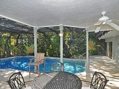 Spacious, newly renovated Pool Home close to Siesta Key Beach
