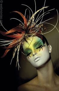 feather fascinator....I think I'm in love!