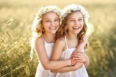 Tia and Tamera Mowry. Let's face it — society loves twins, and so do we. But most people don't even Sibling Photography Poses, Little Girl Photography, Sister Photography, Children Photography, Sister Poses, Beauty And Fashion, Foto Art, Foto Pose, Photographing Kids