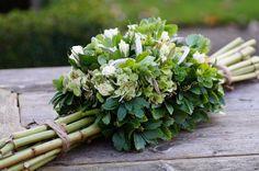 Afbeeldingsresultaat voor hydrangea in bloemstuk Deco Floral, Arte Floral, Floral Design, Funeral Bouquet, Funeral Flowers, Grave Decorations, Flower Decorations, Tropical Flowers, Fresh Flowers