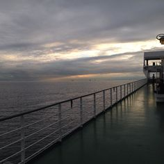 昨日の夕日大阪南港北九州新門司港行きフェリーにて帰郷中Going back to home from Osaka to Fukuoka by a ferry. This is yesterday's sunset.