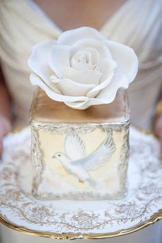 Mini Gold Wedding Cakes, Hand-Painted Wedding Cake | Greek Goddesses Wedding Inspiration | ElegantWedding.ca