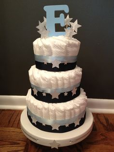Holly's Twinkle, Twinkle Little Star Baby Shower— Easton's Diaper Cake. Boy Baby Shower Themes, Star Baby Showers, Baby Shower Cakes, Baby Boy Shower, Baby Shower Gifts, Diaper Cake Boy, Nappy Cakes, Star Cakes, Shower Bebe