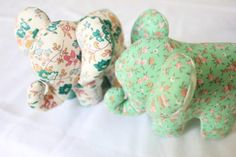 DIY Doudou Éléphant {avec patron} – Les Enchantées Elephant Stuffed Animal, Sewing Stuffed Animals, Stuffed Animal Patterns, Baby Couture, Textiles, Fashion Sewing, Projects To Try, Sewing Patterns, Diy Crafts