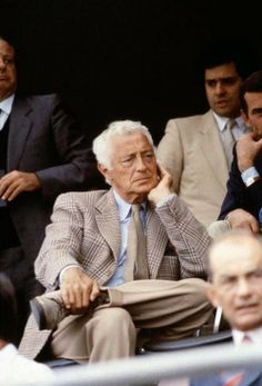 Gianni Agnelli in a lovely Spring look.