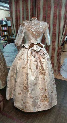 Flor Rococo Fashion, Vintage Fashion, Civil War Dress, Southern Belle, Japanese Fashion, Traditional Outfits, Ball Gowns, Victorian, Costumes
