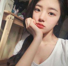 Korean Fashion – Designer Fashion Tips Korean Girl Photo, Cute Korean Girl, Uzzlang Girl, Hey Girl, Korean Boys Hot, Korean Women, Selfies, Fresh Makeup, Korean Fashion Trends