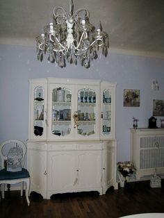 credenza a specchio : credenza e lampadario more oggetti reciclati credenzas furniture