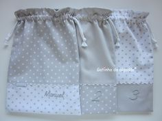 Saquinhos para a primeira roupinha Patchwork Designs, Baby Store, Casual Sweaters, Baby Sewing, Sewing Tutorials, Bandana, Diaper Bag, Baby Boy, Embroidery