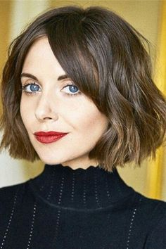 """It can not be repeated enough, bob is one of the most versatile looks ever. We wear with style the French """"bob"""", a classic that gives your appearance a little je-ne-sais-quoi. Here is """"bob"""" Despite its unpretentious… Continue Reading → Blunt Bob Haircuts, Asymmetrical Bob Haircuts, Stacked Bob Hairstyles, Round Face Haircuts, Hairstyles Haircuts, Curly Haircuts, Choppy Bob Hairstyles With Bangs, Bob Haircut For Round Face, French Hairstyles"""