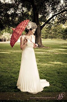 "Umbrella/ parasol- makes me think ""Southern Belle"" (wedding or just a fun photo) Vintage Glam, Vintage Country, Vintage Fashion, Vintage Style, Diy Wedding Reception, Wedding Gowns, Wedding Ideas, Hair Wedding, Wedding Photos"