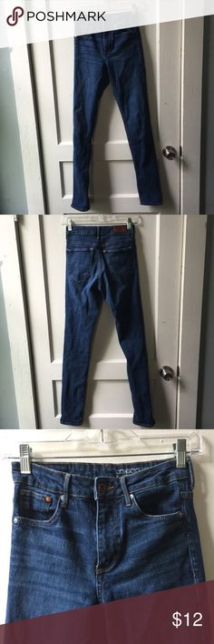 H&M Conscious Denim Skinny High Waist 26 / 32 Lightly worn. No defects noted. From H&M's Conscious section, meaning they're a more sustainable choice than other Denim options. Skinny and high waist. 26/32. H&M Jeans Skinny