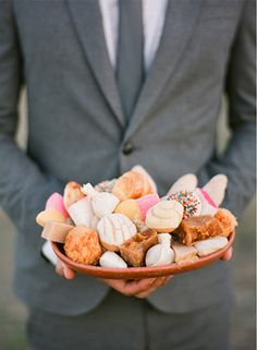 Wedding Food Mexican Pan Dulce 51 Ideas – Famous Last Words Mexican Sweet Breads, Mexican Bread, Mexican Food Recipes, Pan Dulce, Mexican Party, Mexican Style, Mexican Dessert Table, Mexican Themed Weddings, Fiesta Theme Party
