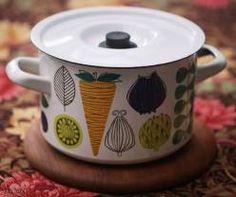 finel vegeta vintage enamel pan, design esteri tomula