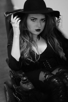 http://vamppiv.blogspot.com/ #gothicgirl #gothic #gothgirl #gothicstyle #wheelchair #nugoth #nugothoutfit #nugothstyle