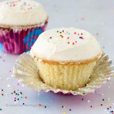 The BEST vanilla cupcakes with vanilla frosting aka Sprinkles Copycat Vanilla Cupcakes ~American Heritage Cooking Sprinkle Cupcakes, Carrot Cake Cupcakes, Chocolate Cupcakes, Cupcake Cakes, Funny Cupcakes, Cup Cakes, Cupcake Cream, Cupcakes With Cream Cheese Frosting, Vanille Cupcakes