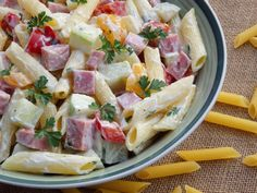 Salata de paste cu sunca si maioneza Agendautila Romanian Food, Cooking Time, Pasta Salad, Potato Salad, Food And Drink, Healthy Recipes, Ethnic Recipes, Supe, Cakes