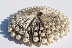 50 Astonishing Book Art Projects - From 3D Book Art to Merging Book Sculptures (TOPLIST)