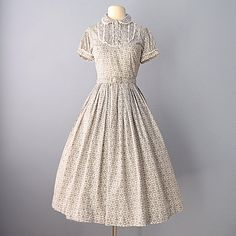 Vintage 1950s Daydress...JONATHAN LOGAN Gray and White Cotton Foral Print  Day Dress 8853fbd7dc