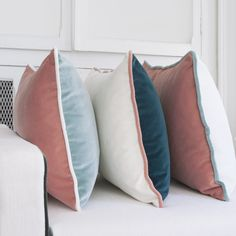 Decoration Linen : dress your interior, from floor to ceiling, on the sofa and the table - Maison Sarah Lavoine Pink Cushions, Velvet Cushions, Scatter Cushions, Cushion Fabric, Cushions On Sofa, Bed Pillows, Contemporary Cushions, Diy Kleidung, Velvet Armchair