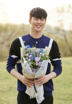 Image may contain: 1 person, outdoor Korean Celebrities, Celebs, Park Hae Jin, Handsome Korean Actors, Hot Asian Men, Young Prince, Boy Photography Poses, Cute Actors, Kdrama Actors