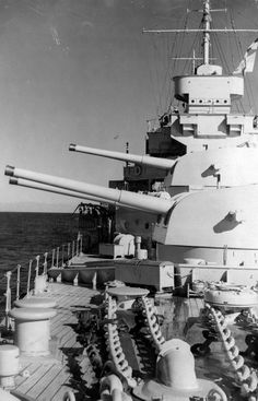 Forward turrets of 8 in County class cruiser HMAS Canberra, sunk at the Battle of Savo Island in a confused night action by Japanese cruisers on 9 August three US heavy cruisers were also sunk in a what was a resounding Japanese victory. Royal Navy, Us Navy, Uss Houston, Royal Australian Navy, Heavy Cruiser, Cabin Cruiser, Navy Military, Floating In Water, Armada