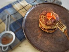 Pumpkin Pancakes, this Spiced Pumpkin Pancakes Recipe is a healthy breakfast. The recipe for these Healthy Pancakes is also really quick and easy. You can find the recipe via the 'visit' button or on organichappiness.nl