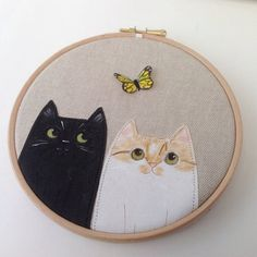Check out these super cute pair of kitties, wonderful #embroidery hoop art by @boxroombazaar! #sewing #needlecraft #crossstitch #stitchheaven