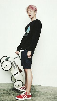 EXO | BAEK HYUN  - seriously..  that fuck face while holding a toy car?..  I'm so conflicted..