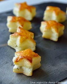 Puff pastry stars with fresh goat cheese and basil - a needle in the soup: Flaky stars with fresh goat cheese and basil - Brunch Appetizers, Vegetarian Appetizers, Holiday Appetizers, Appetizer Recipes, Party Food Buffet, Food Humor, Food Packaging, Cooking Time, Tapas