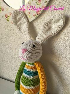 El CONEJO ALEJO     Estos conejitos son muy lindos, una buena opcion para estas fiestas de Pascua, en el blog pueden encontrar a  Raffa la...
