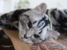 Невероятно реалистичные валяные кошки