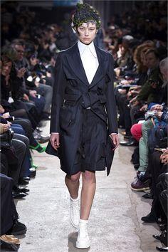 Sfilata Comme des Garçons Paris - Collezioni Autunno Inverno 2013-14 - Vogue
