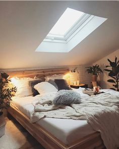 50 Amazing Bedroom Decor Ideas For 2019 50 Amazing Bedroom Decor Ideas For 2019 These trendy Home Decor ideas would gain you amazing compliments. Check out our gallery for more ideas these are trendy this year. Loft Room, Bedroom Loft, Cozy Bedroom, Home Decor Bedroom, Modern Bedroom, Bedroom Ideas, Master Bedroom, Contemporary Bedroom, Bedroom Furniture
