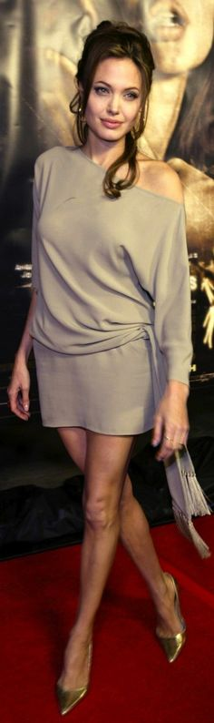 Angelina Jolie, soft dramatic, soft autumn coloring, lollipop body shape